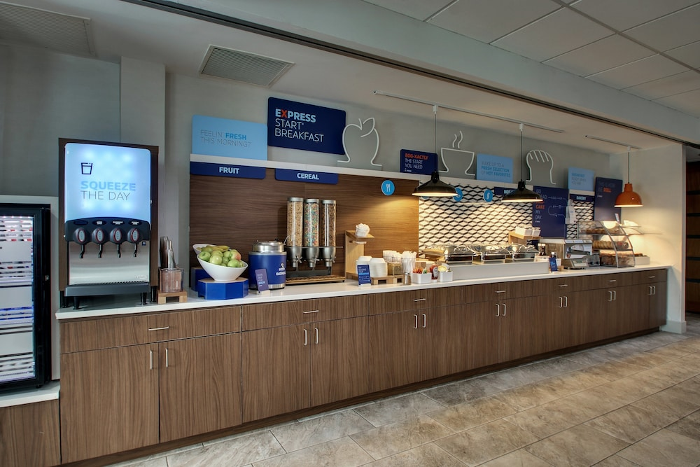 Breakfast Meal, Holiday Inn Express & Suites Waukegan