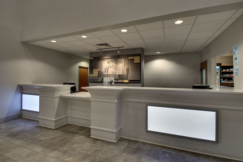 Lobby, Holiday Inn Express & Suites Waukegan, an IHG Hotel