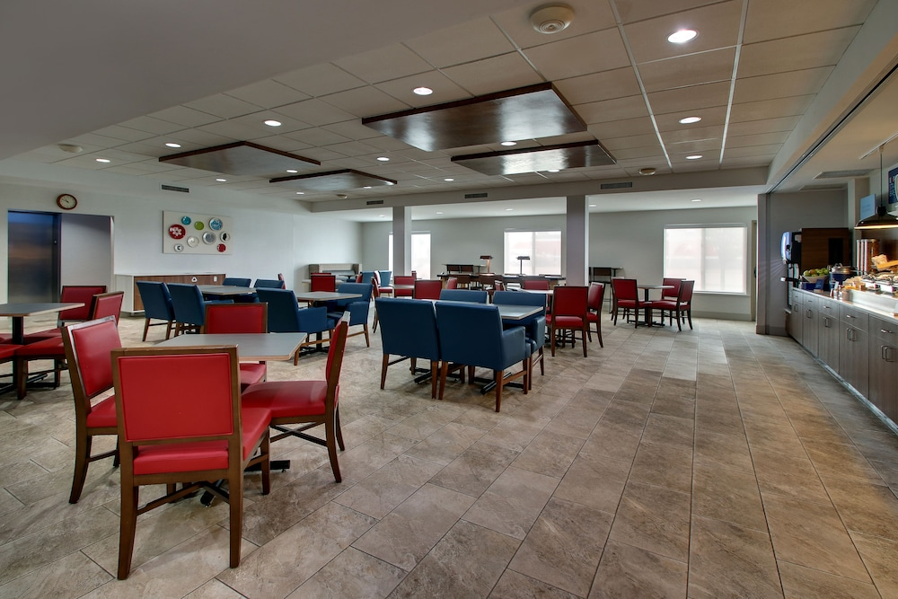 Breakfast Area, Holiday Inn Express & Suites Waukegan, an IHG Hotel