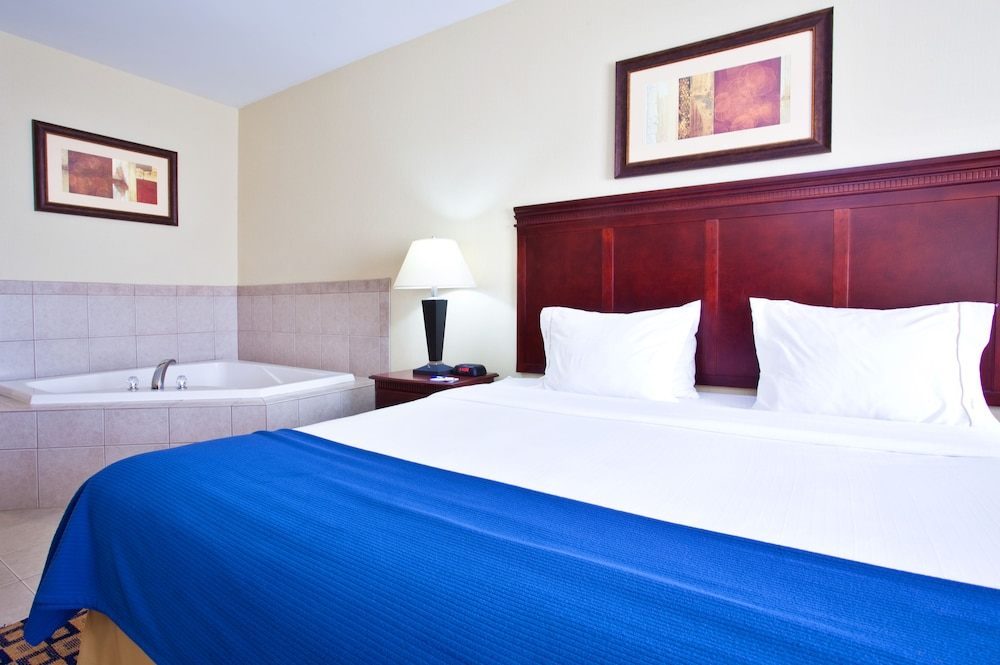 Room, Holiday Inn Express & Suites Waukegan
