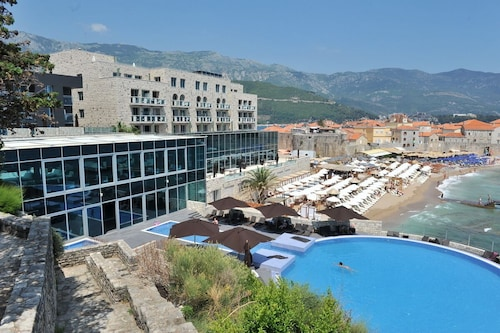 Avala Resort & Villas