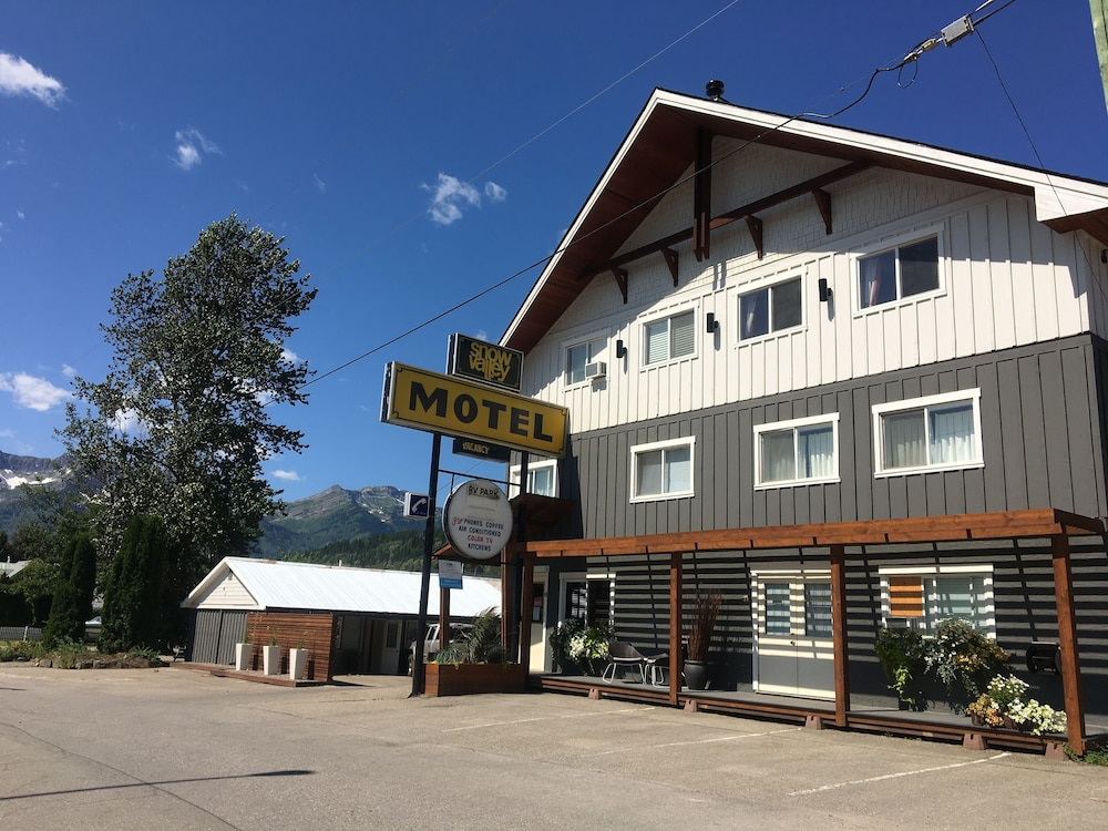 Book Snow Valley Motel RV Park