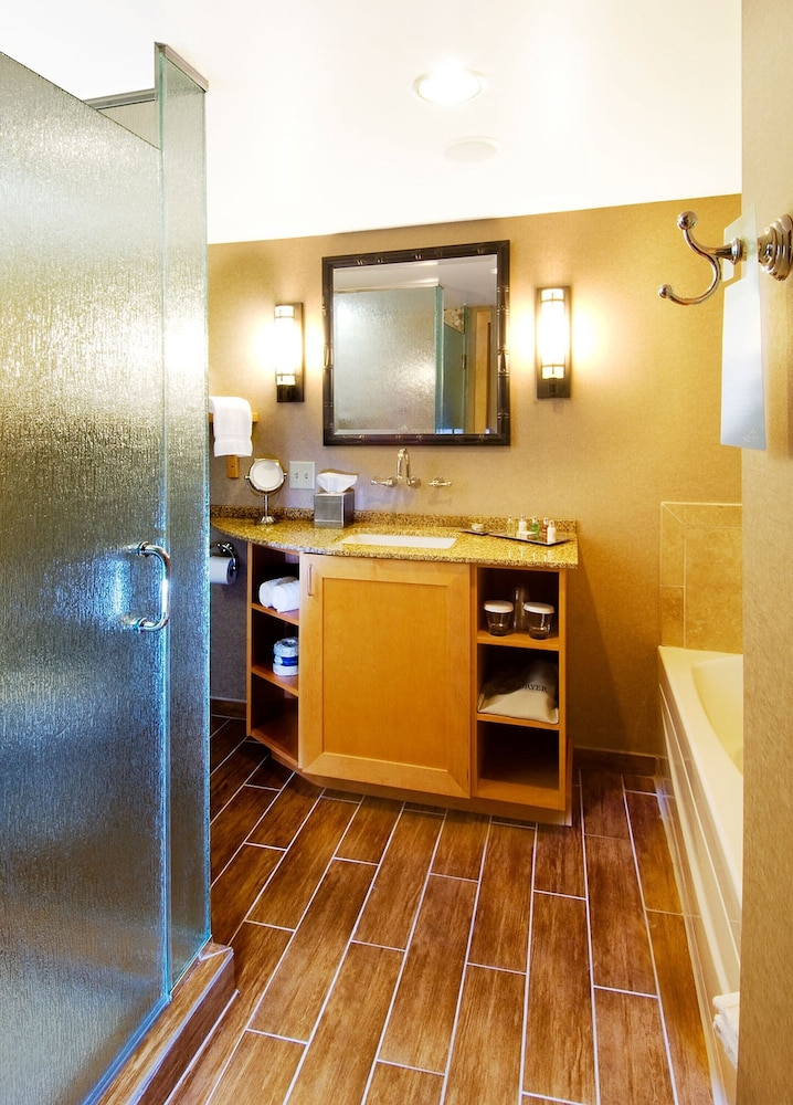 Bathroom, High Peaks Resort