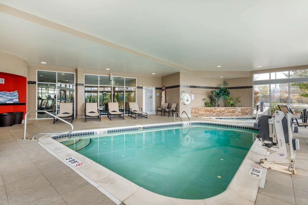 Pool, Cambria Hotel Akron - Canton Airport
