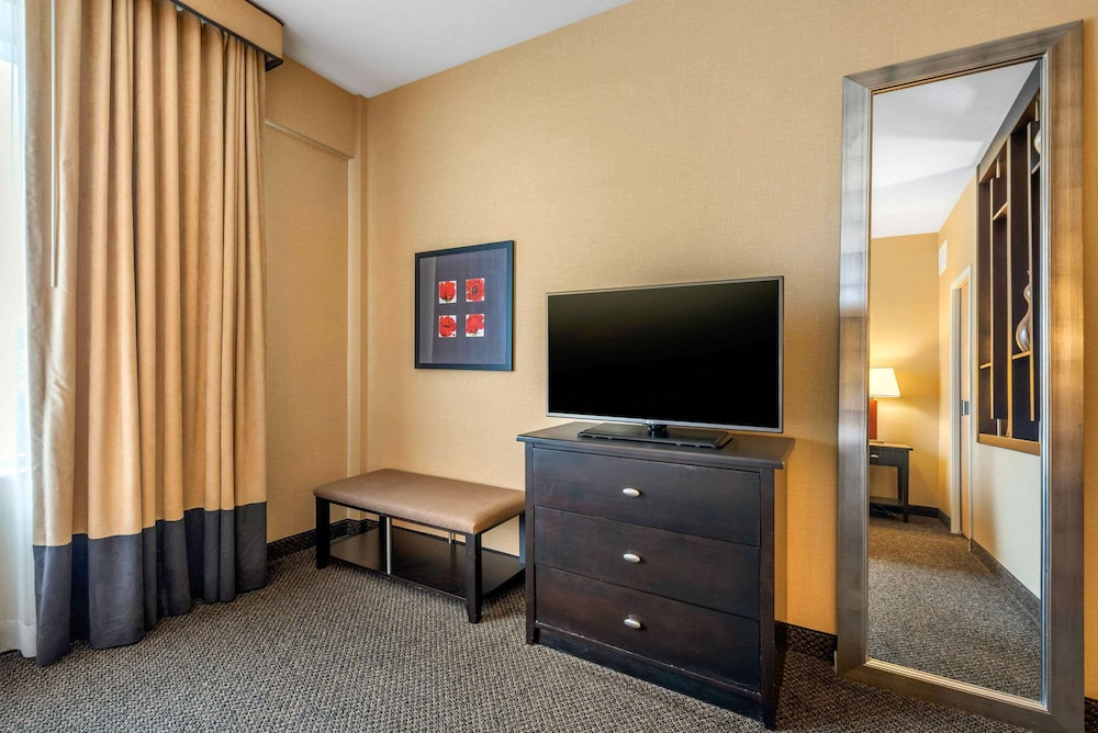 Room, Cambria Hotel Akron - Canton Airport