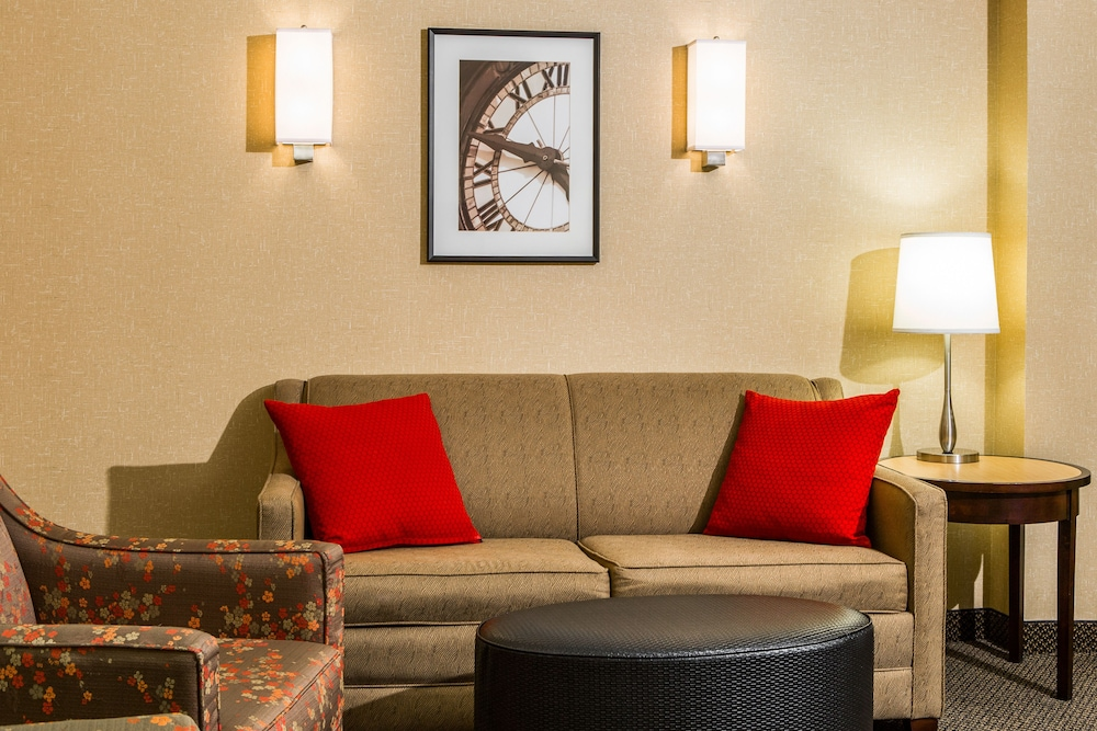 Living Area, Cambria Hotel Akron - Canton Airport