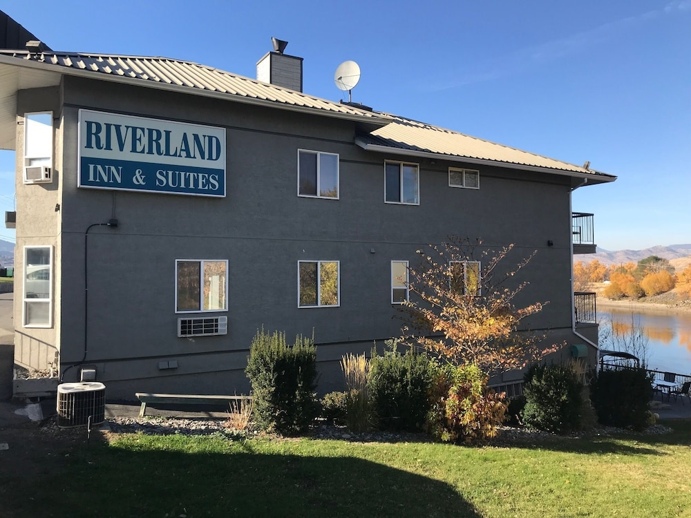 Property Grounds, Riverland Inn & Suites