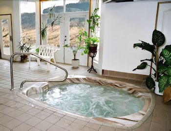 Indoor Spa Tub, Riverland Inn & Suites
