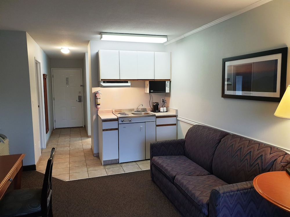 Private Kitchenette, Riverland Inn & Suites