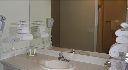 Bathroom, Riverland Inn & Suites
