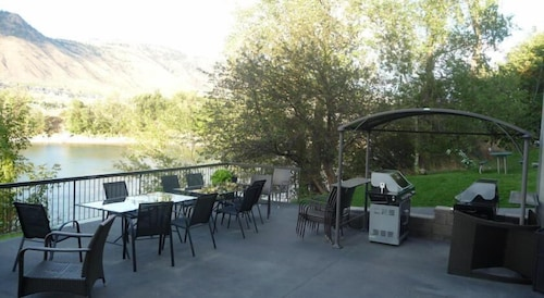 BBQ/Picnic Area, Riverland Inn & Suites