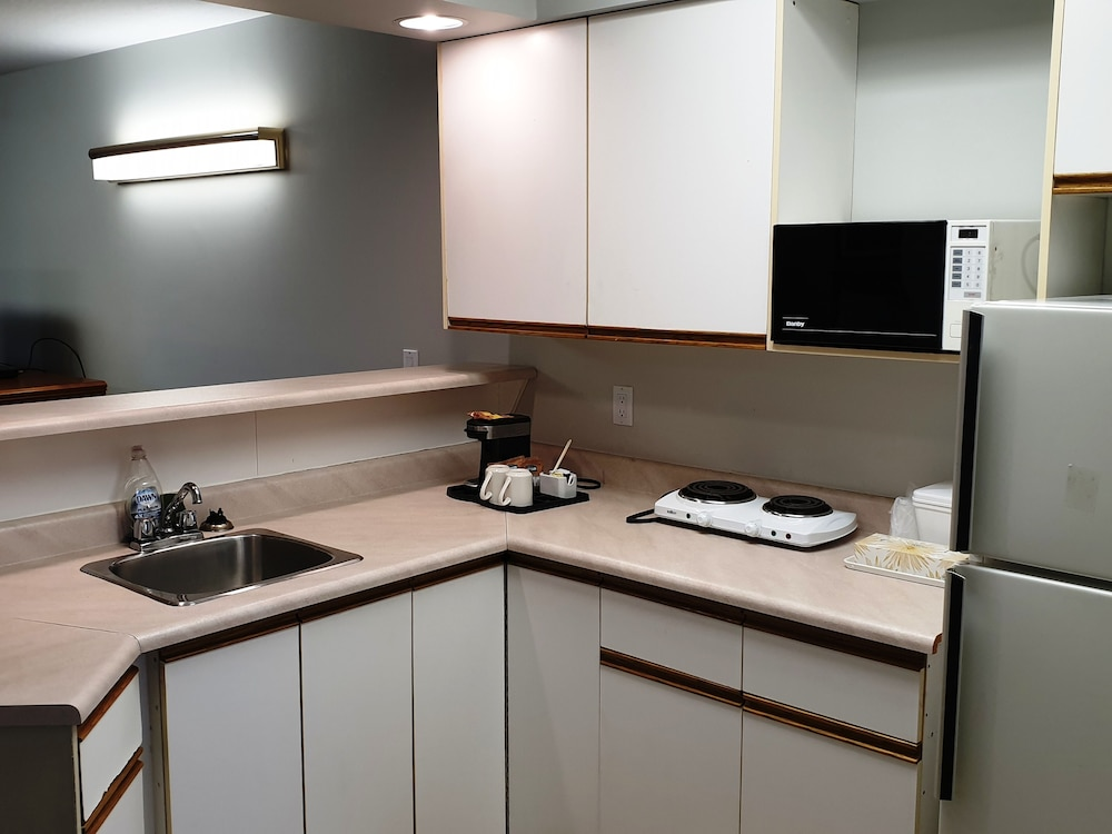 Private Kitchen, Riverland Inn & Suites