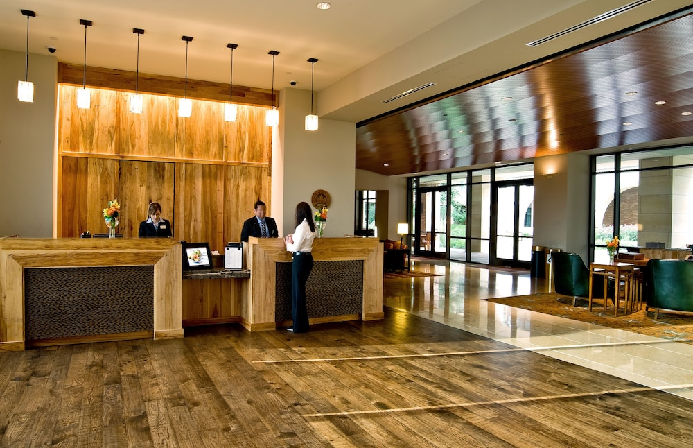 Lobby, AT&T Hotel & Conference Center at the University of Texas