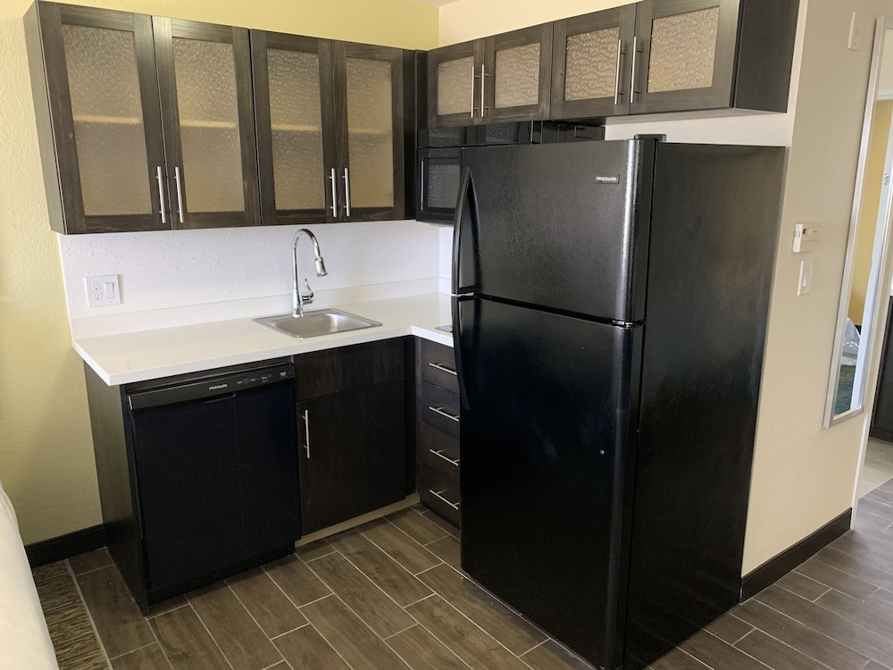 Private Kitchen, Candlewood Suites Grand Prairie - Arlington, an IHG Hotel
