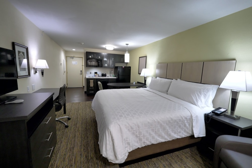 Shared Kitchen, Candlewood Suites Grand Prairie - Arlington, an IHG Hotel