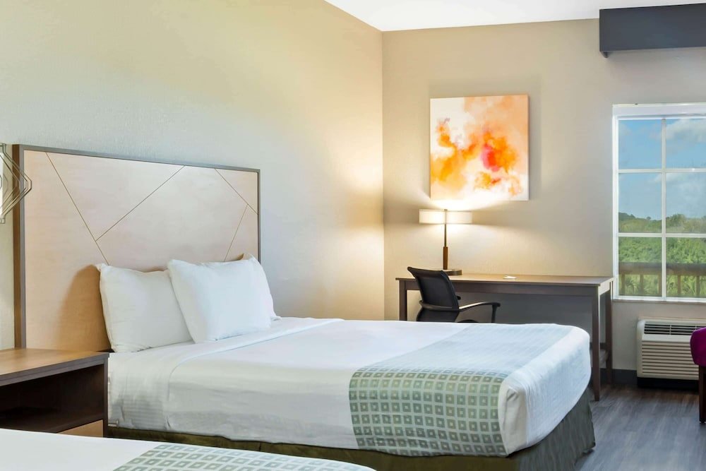 Room, La Quinta Inn & Suites by Wyndham Ft. Pierce