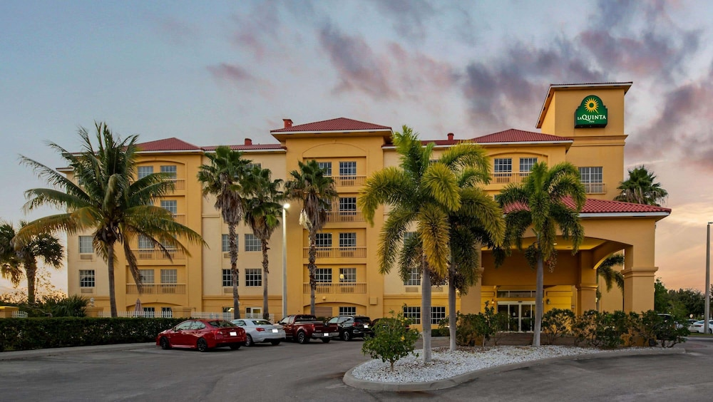 Exterior, La Quinta Inn & Suites by Wyndham Ft. Pierce
