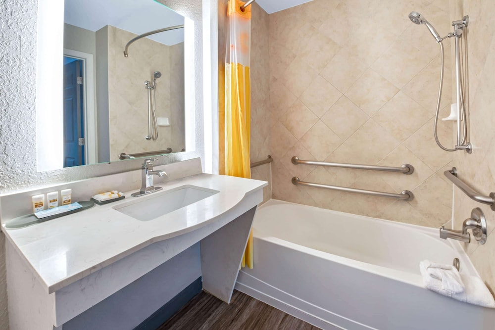 Accessible bathroom, La Quinta Inn & Suites by Wyndham Ft. Pierce