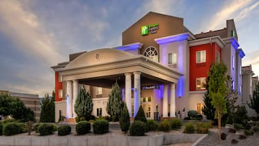 Holiday Inn Express & Suites Reno, an IHG Hotel