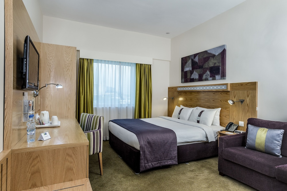 Room, Holiday Inn Express Dubai Safa Park, an IHG Hotel