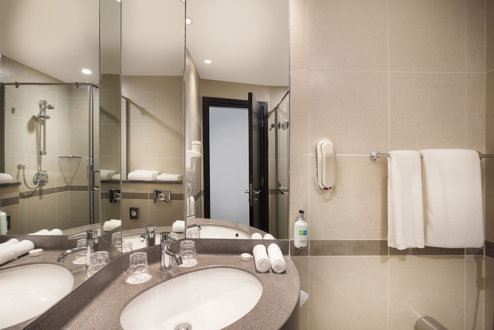 Bathroom, Holiday Inn Express Dubai Safa Park