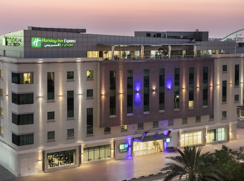 Front of Property - Evening/Night, Holiday Inn Express Dubai Safa Park