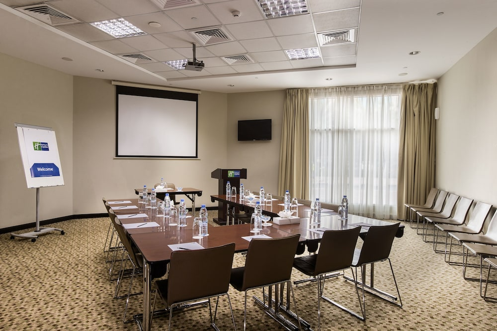 Meeting Facility, Holiday Inn Express Dubai Safa Park, an IHG Hotel