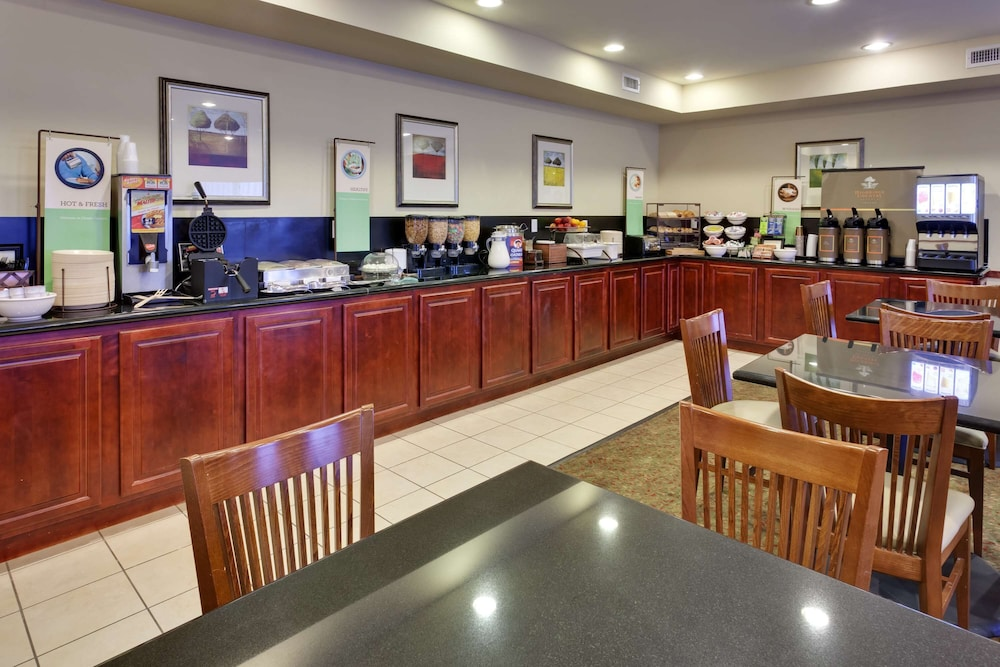 Breakfast Area, Country Inn & Suites by Radisson, Absecon (Atlantic City) Galloway, NJ