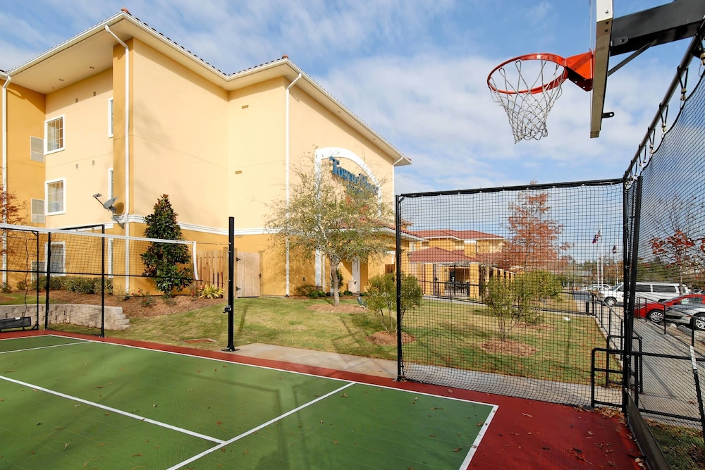 Sports Facility, TownePlace Suites by Marriott Houston North / Shenandoah