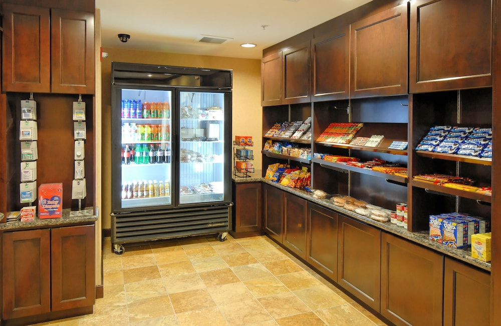 Snack Bar, TownePlace Suites by Marriott Houston North / Shenandoah