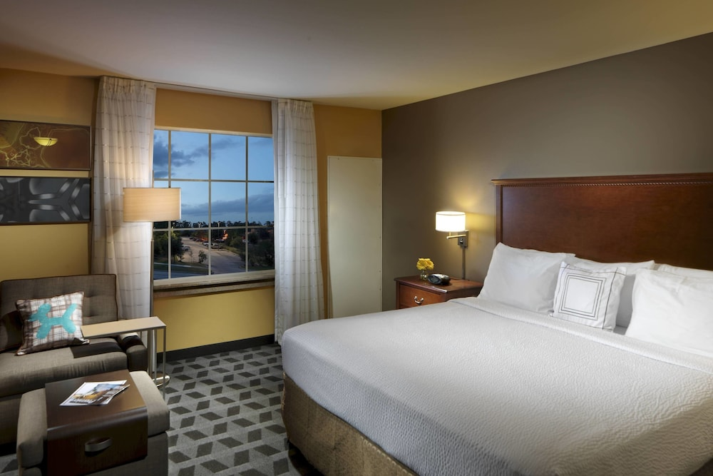 Room, TownePlace Suites by Marriott Houston North / Shenandoah