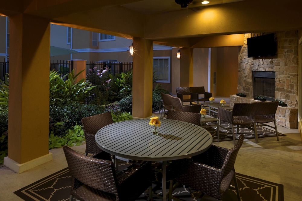 Terrace/Patio, TownePlace Suites by Marriott Houston North / Shenandoah