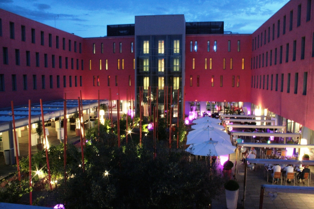 Radisson blu hotel toulouse airport in toulouse hotel for Hotels toulouse