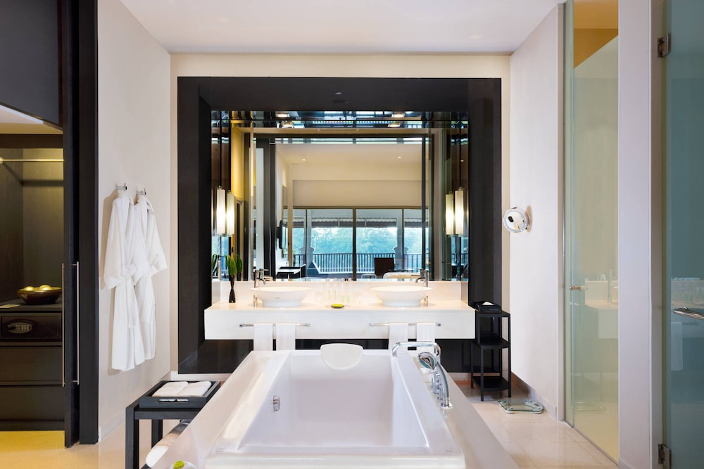 Bathroom, Le Meridien Chiang Rai Resort, Thailand