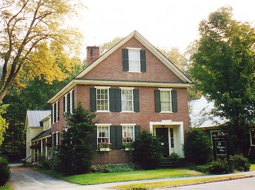 The Charleston House Bed & Breakfast