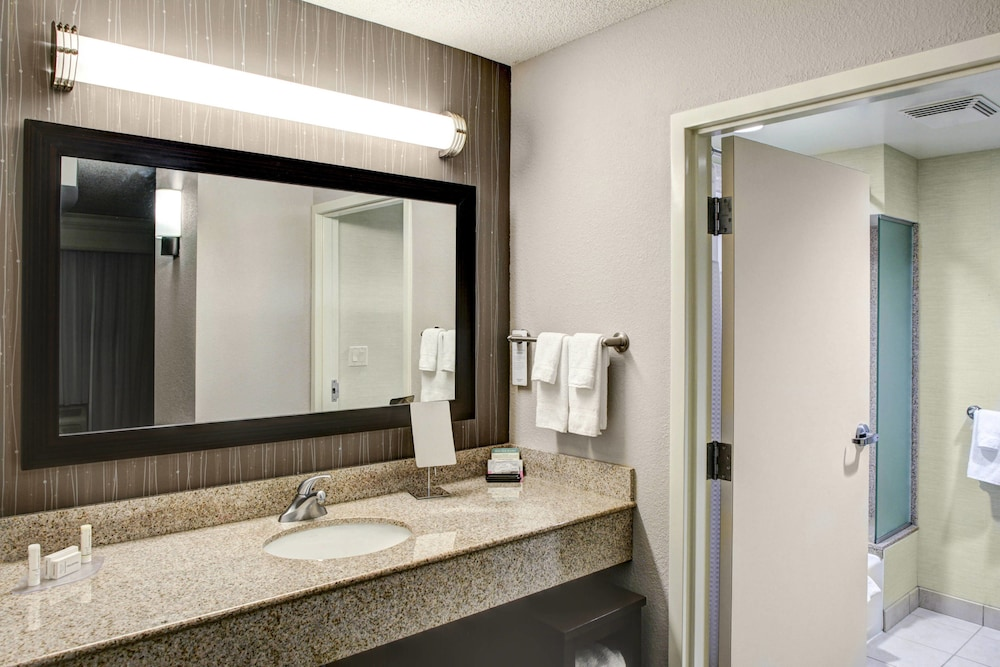 Room, Courtyard by Marriott Richmond North