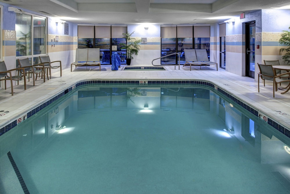 Pool, Courtyard by Marriott Richmond North