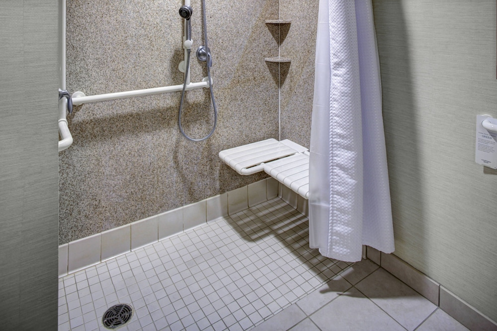 Bathroom, Courtyard by Marriott Richmond North
