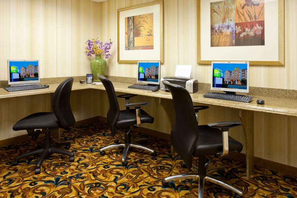 Business Center, Holiday Inn Express Hotel & Suites Lakeland North - I-4, an IHG Hotel