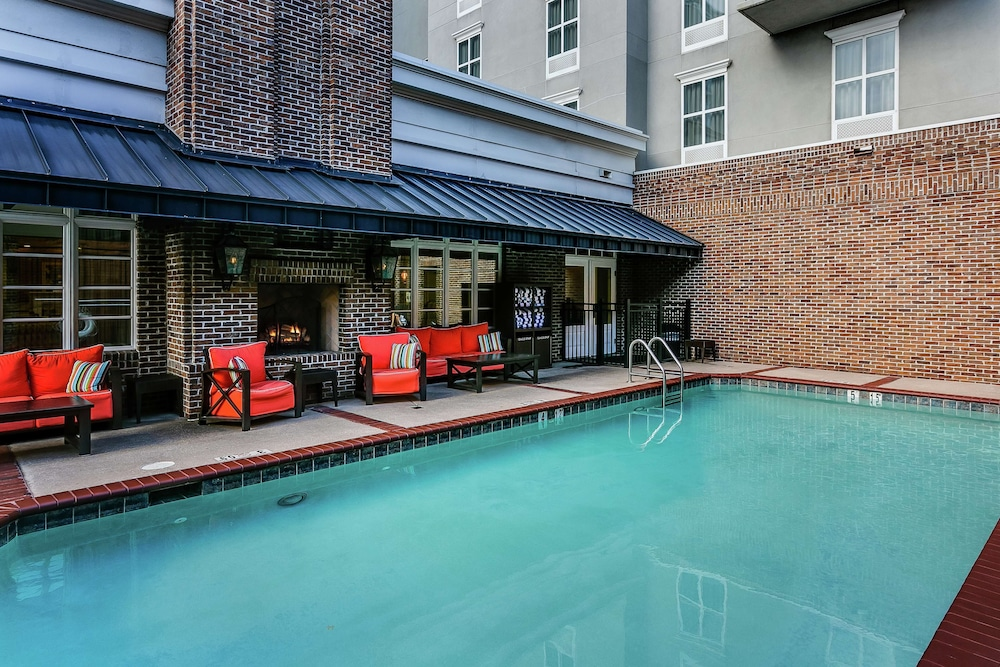 Pool, Hampton Inn & Suites Mobile- Downtown Historic District