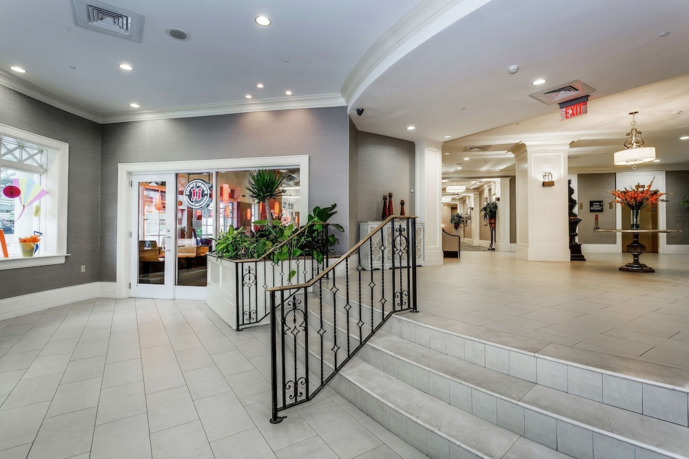 Lobby, Hampton Inn & Suites Mobile- Downtown Historic District