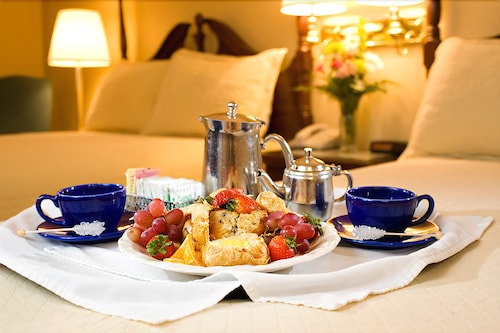 Room Service - Dining, The White Mountain Hotel & Resort