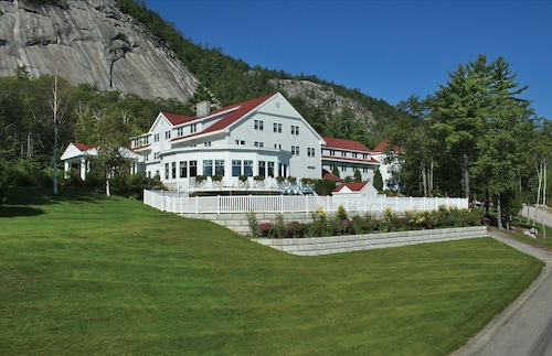 The White Mountain Hotel & Resort