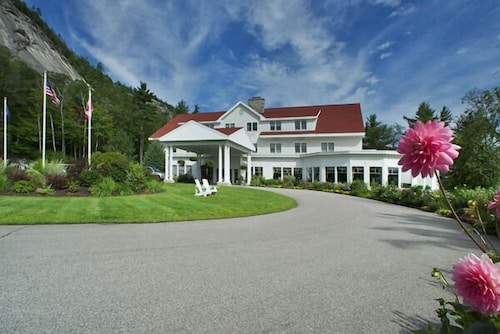 Front of Property, The White Mountain Hotel & Resort