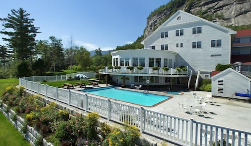 Outdoor Pool, The White Mountain Hotel & Resort