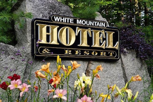 Property Entrance, The White Mountain Hotel & Resort
