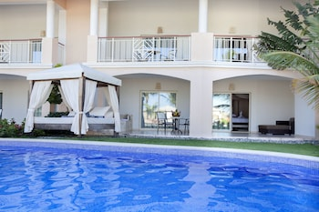 Elegance Club Swim Up Suite with Jacuzzi - Adults Only - Outdoor Pool