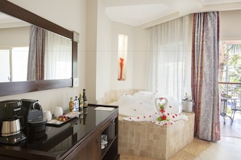 Junior Suite (with Jacuzzi) - Guestroom