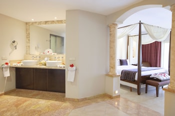 One Bedroom Suite with Jacuzzi - Bathroom