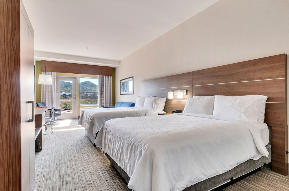 Room, Holiday Inn Express & Suites, Lake Elsinore